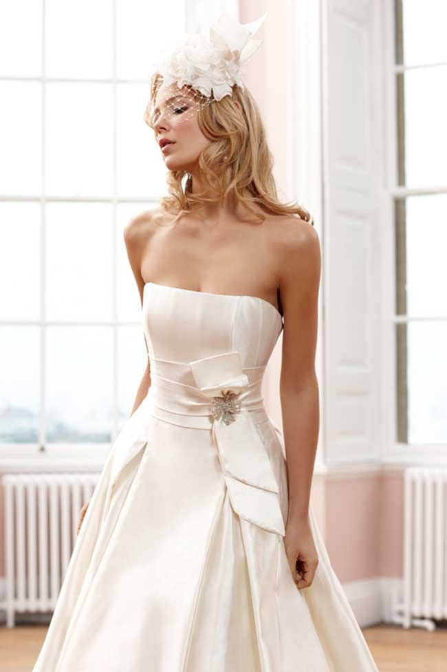 5-minutes-with-award-winning-bridal-designer-sassi-holford-signature-Veronica-2380