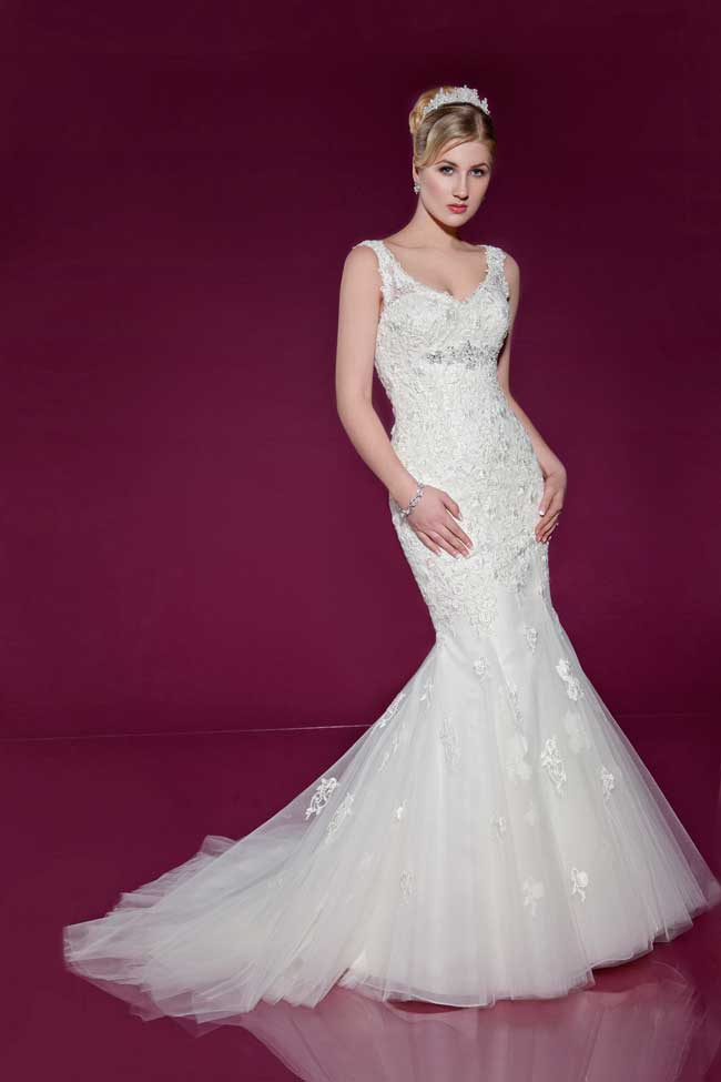 6-wedding-gowns-with-the-wow-factor-from-benjamin-roberts-2409-Front