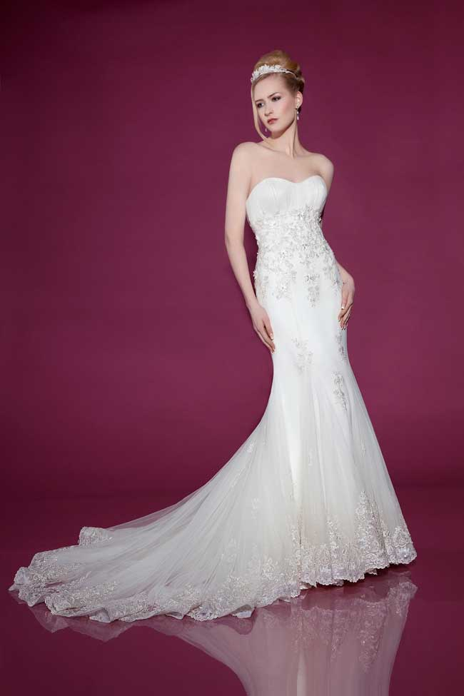 6-wedding-gowns-with-the-wow-factor-from-benjamin-roberts-2415-Front