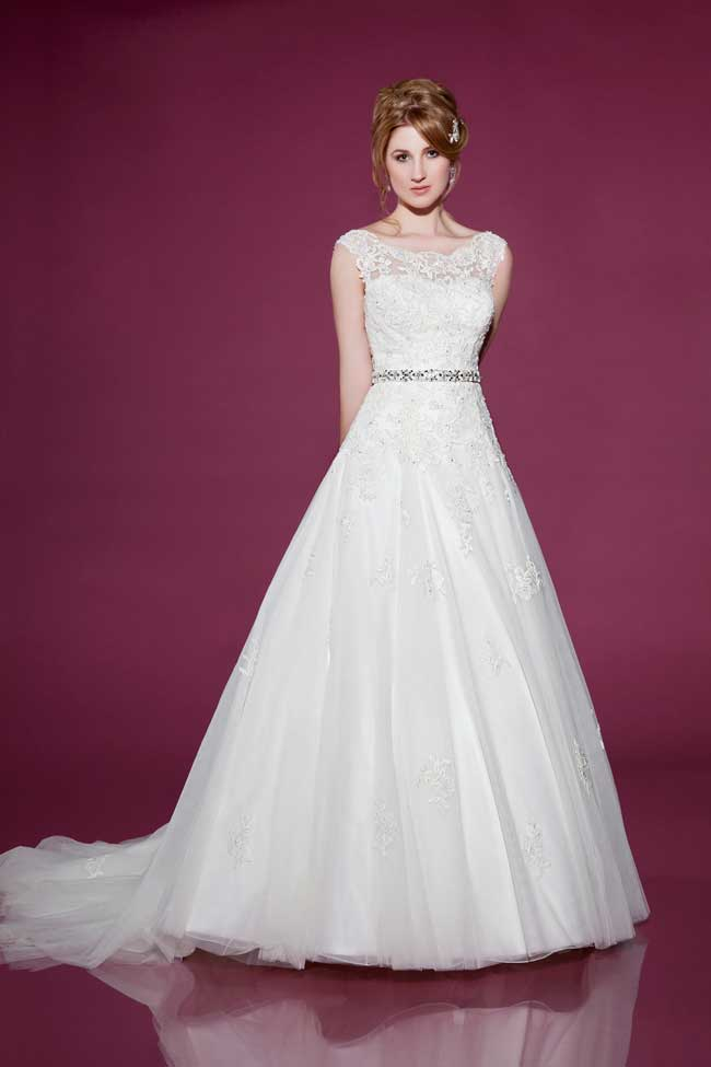 6-wedding-gowns-with-the-wow-factor-from-benjamin-roberts-2416-Front