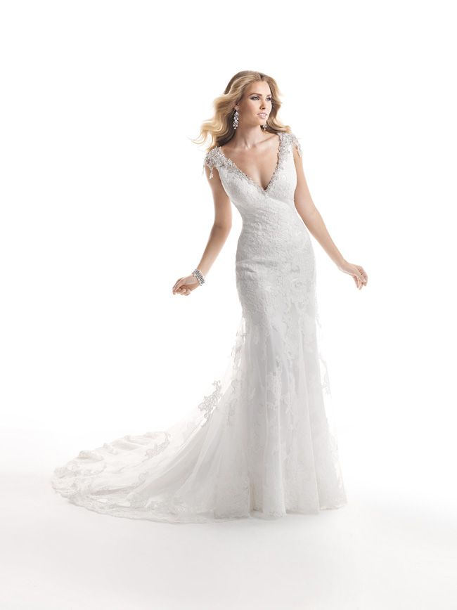 7-glamorous-wedding-dresses-that-your-new-husband-will-love-Cynthia-4MS854_Front