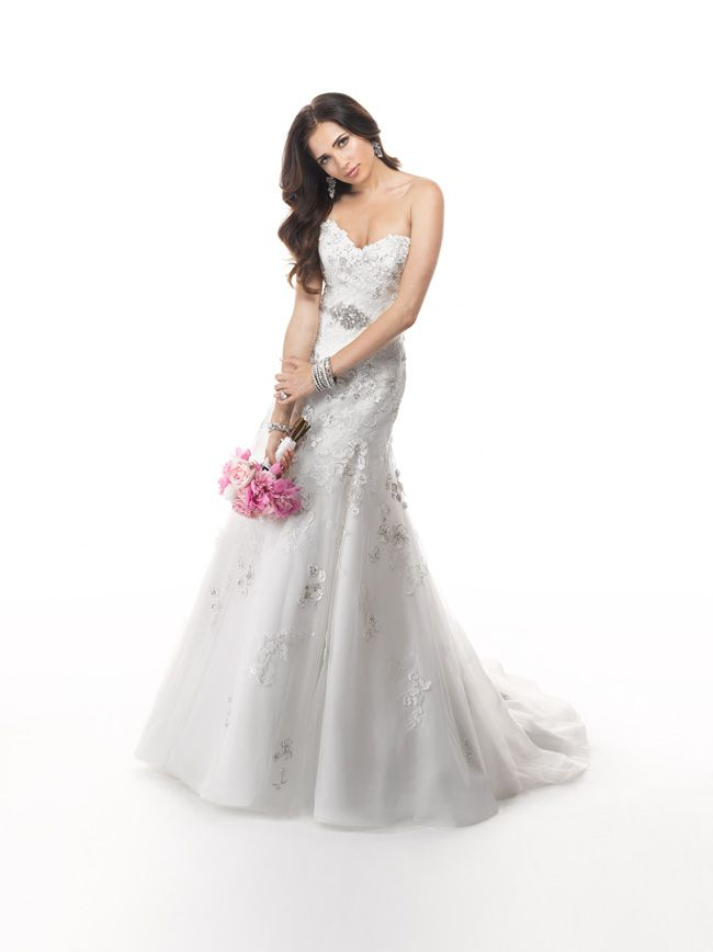 7-glamorous-wedding-dresses-that-your-new-husband-will-love-Delores-4MS843_Front1