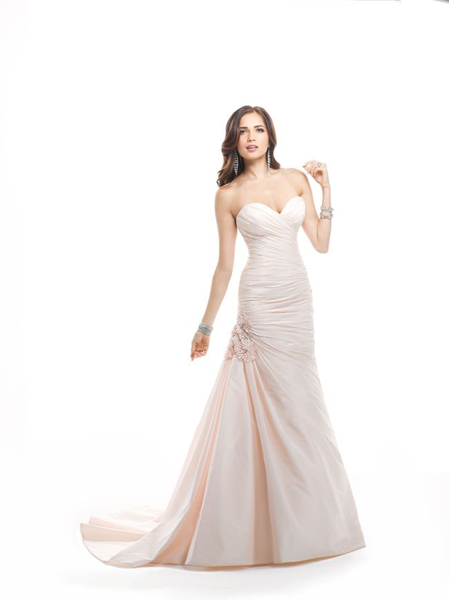 7-glamorous-wedding-dresses-that-your-new-husband-will-love-Ramona-4MN887_Front