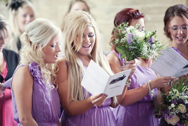 Cassy and Daniel chose a pretty purple theme for their outdoor wedding © lissaalexandraphotography.com