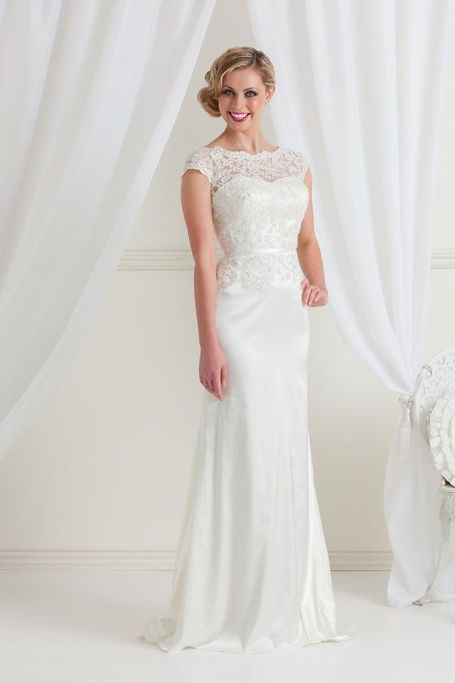 chic-brides-to-be-will-love-the-latest-designs-from-decorum-bride-Toni-OY1132-1-uk9380
