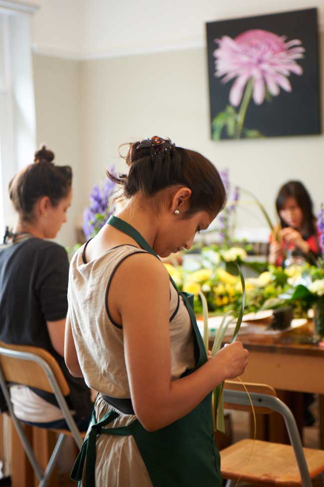 how-to-diy-your-wedding-flowers-and-save-school
