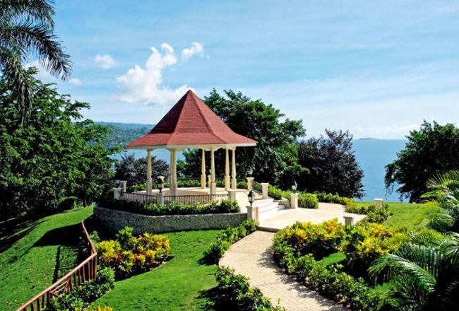 planning-a-wedding-abroad-check-out-these-8-ultra-romantic-views-weddings_grandbahia