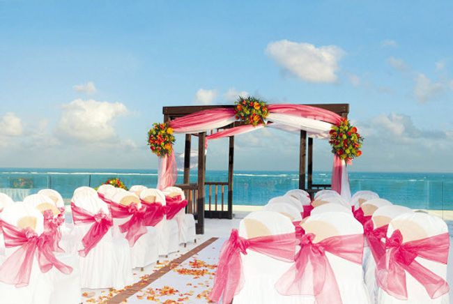 planning-a-wedding-abroad-check-out-these-8-ultra-romantic-views-weddings_sensatorimexico