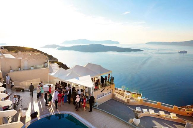 planning-a-wedding-abroad-check-out-these-8-ultra-romantic-views-weddings_suitesofthegods