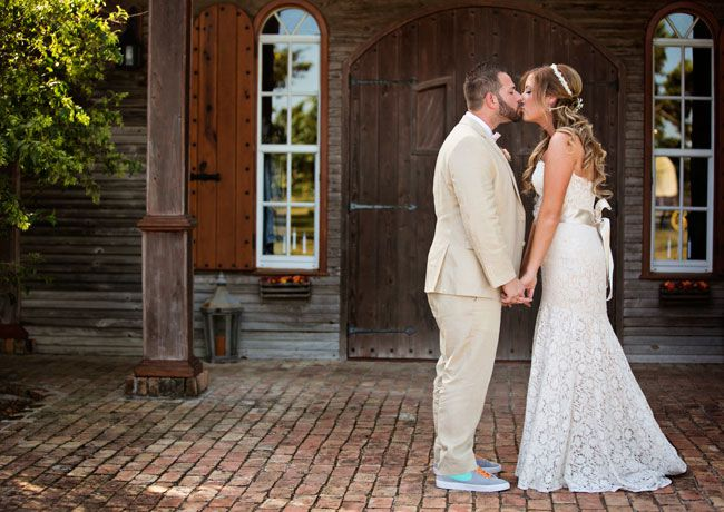 see-this-stunning-rustic-american-wedding-with-vintage-touches-Tasharazzi-Photography-1