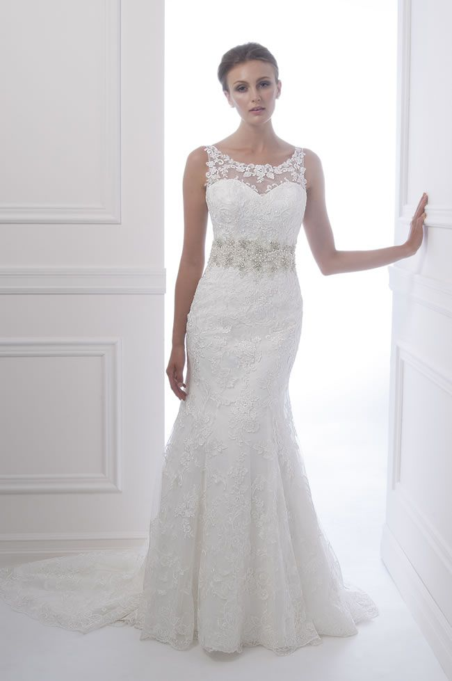 stunning-new-silhouettes-for-2014-at-alfred-sung-bridal-alfredsungbridals.com-6936