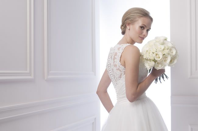 stunning-new-silhouettes-for-2014-at-alfred-sung-bridal-alfredsungbridals.com-6940_C