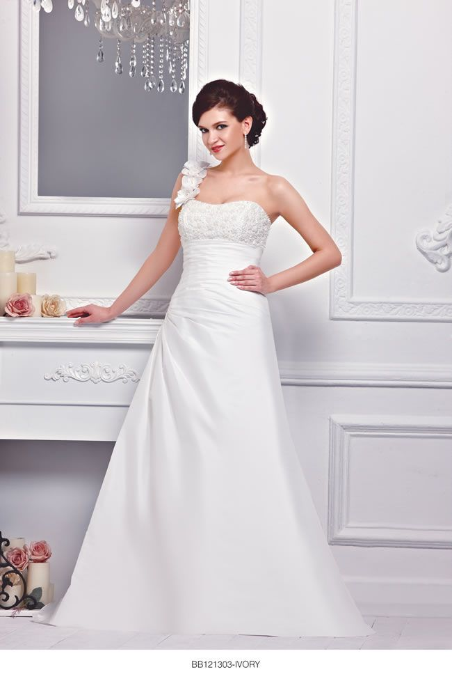 the-new-bellice-collection-is-perfect-for-contemporary-confident-brides-BB121303-2