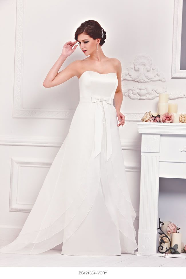 the-new-bellice-collection-is-perfect-for-contemporary-confident-brides-BB121334-1