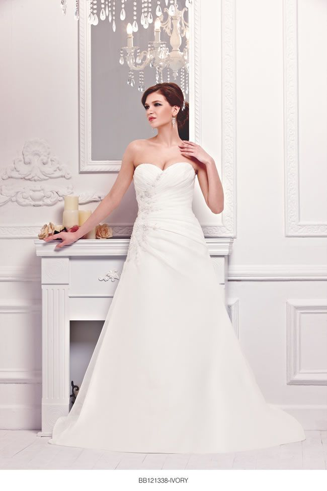 the-new-bellice-collection-is-perfect-for-contemporary-confident-brides-BB121338-2