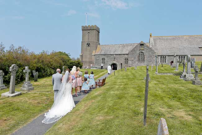 walking-down-the-aisle-the-bridal-coach-solves-your-big-day-dilemmas-staplephotography.co.uk
