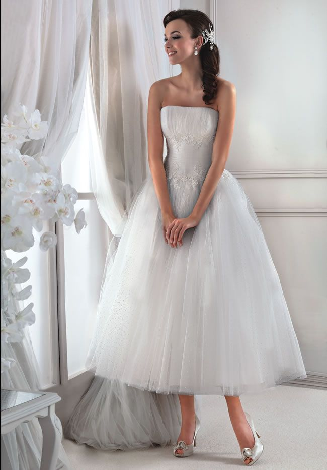 want-a-classic-princess-gown-then-take-a-look-at-the-latest-collection-from-agnes-11715