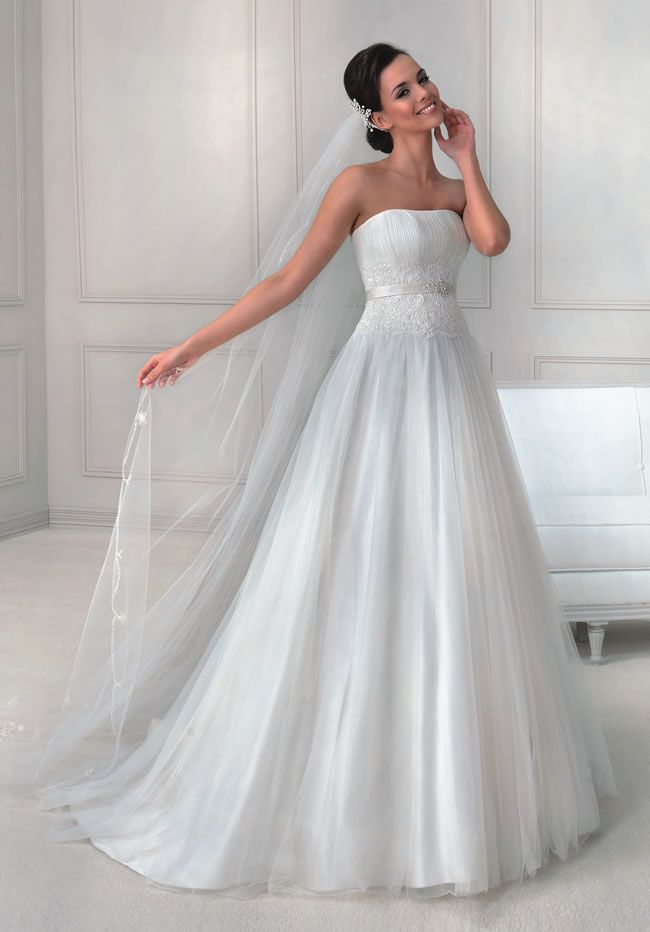 want-a-classic-princess-gown-then-take-a-look-at-the-latest-collection-from-agnes-11735