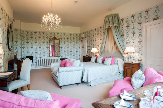 want-a-wedding-venue-with-the-wow-factor-llangoed-hall-has-it-all-bedroom