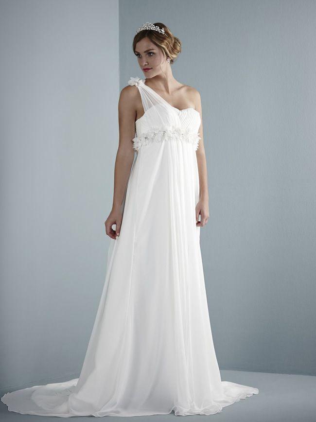 3-unmissable-dress-shopping-tips-for-brides-getting-married-abroad-Bizet-bizet-pure-2014-bizet-purebridal-2014