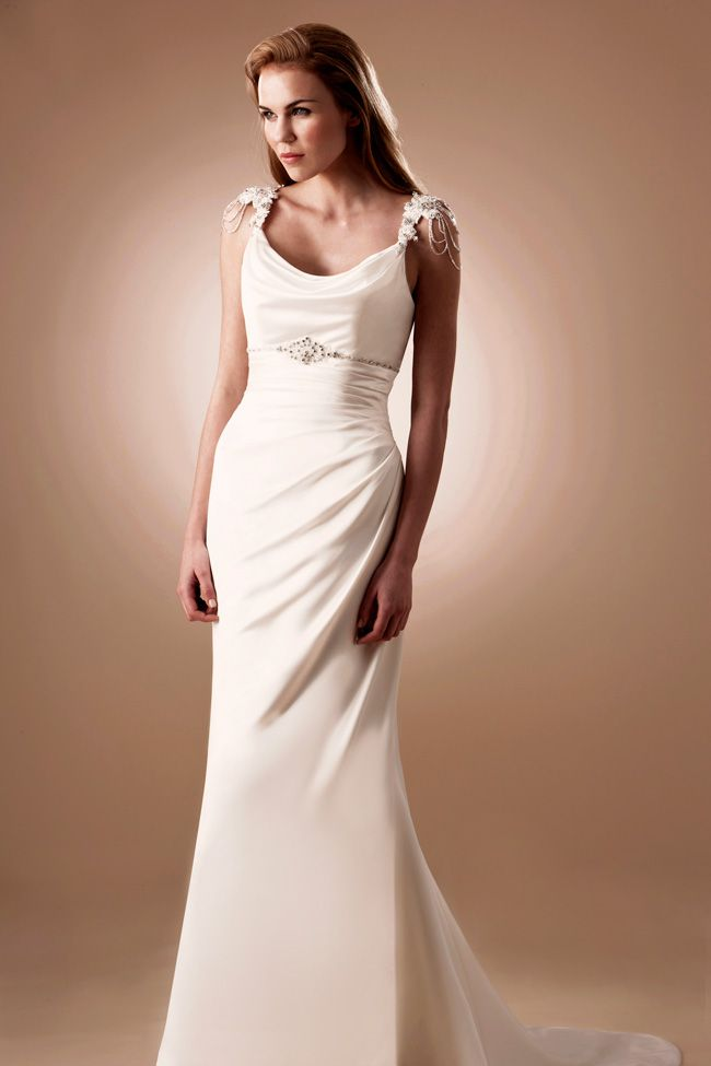 6-luxurious-lightweight-wedding-dresses-perfect-for-the-beach-W998
