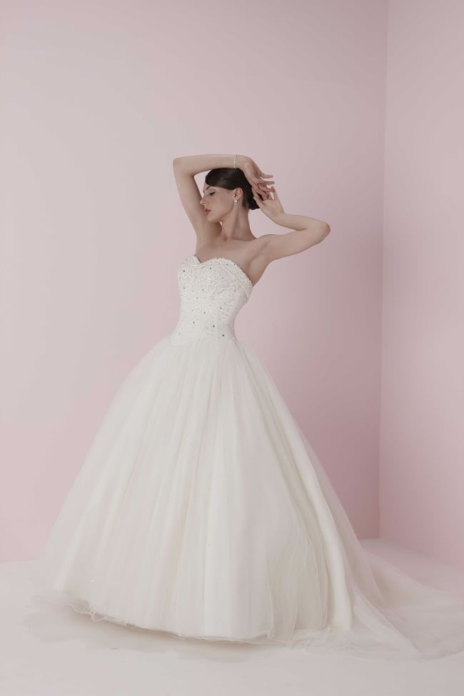 6-of-the-best-romantica-of-devon-gowns-PB4624