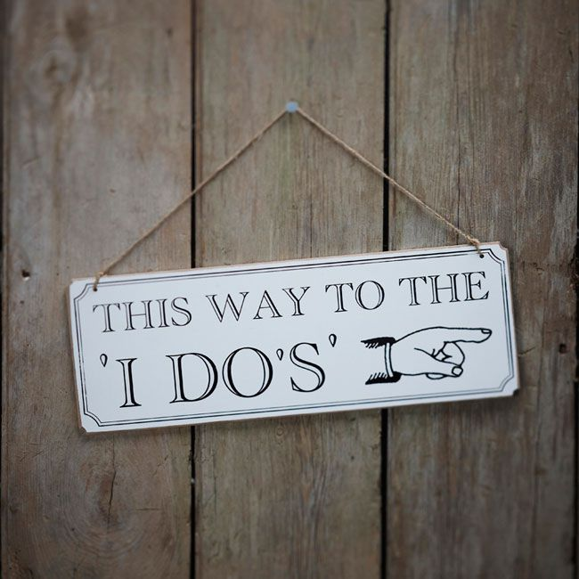 7-brilliant-budget-buys-for-a-vintage-wedding-theme-Photo-3-(Sign)