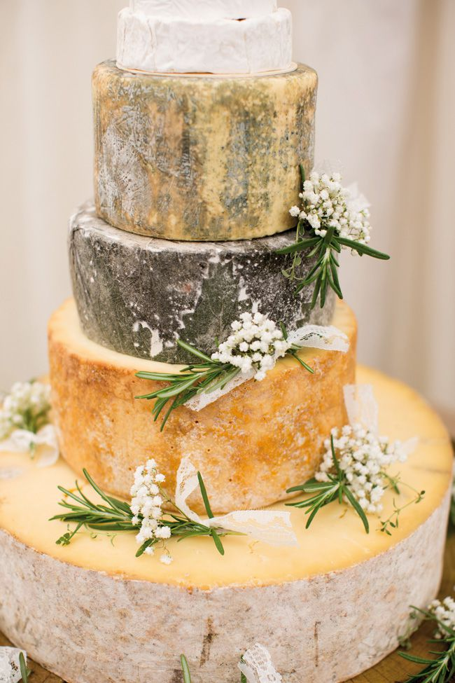 7-quick-and-easy-rustic-wedding-details-that-wont-blow-the-budget-CAKE--katherineashdown.co.uk-Mike-and-Hayley-Wedding-531