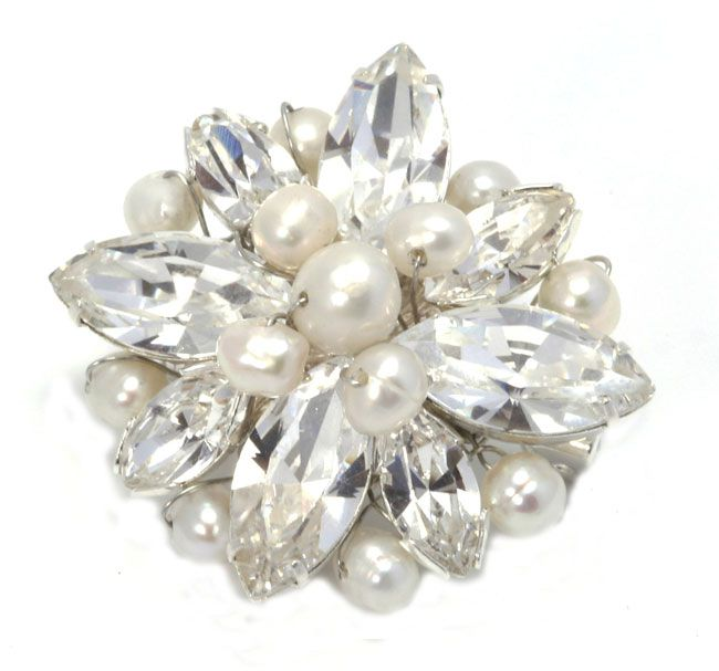 8-ways-to-save-money-on-your-bridal-accessories-and-still-look-fab-julieannbeads.co.uk-Kitty-Brooch-32.50-