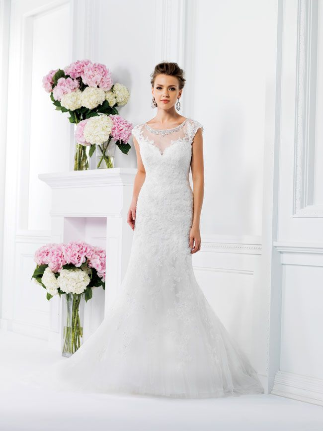 9-of-the-best-new-dresses-for-glamorous-wedding-themes-F161009-F