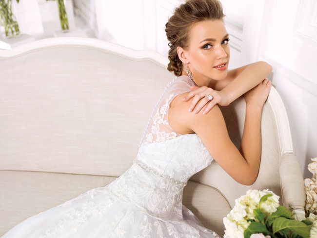 9-of-the-best-new-dresses-for-glamorous-wedding-themes-F161016-I2