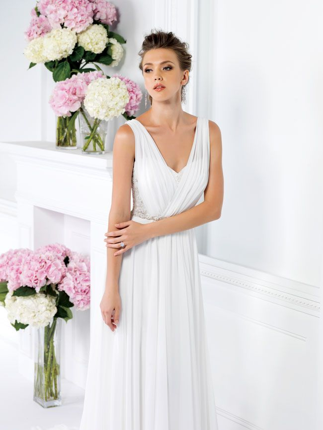 9-of-the-best-new-dresses-for-glamorous-wedding-themes-F161019-FT