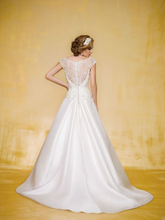 9-of-the-best-new-dresses-for-glamorous-wedding-themes-T162001-B