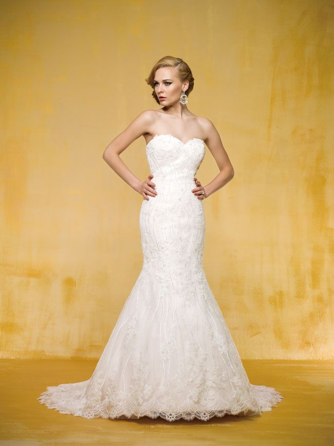 9-of-the-best-new-dresses-for-glamorous-wedding-themes-T162005-F