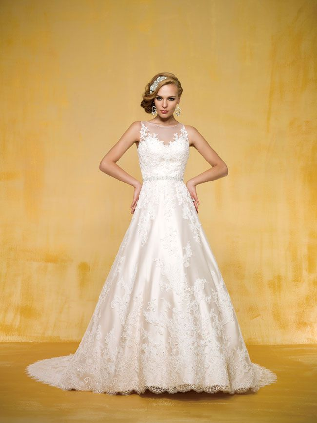 9-of-the-best-new-dresses-for-glamorous-wedding-themes-T162014-F