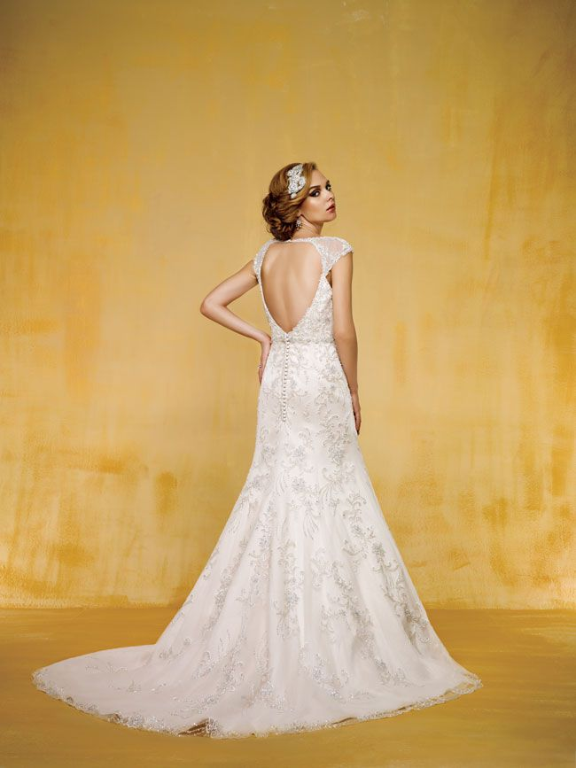 9-of-the-best-new-dresses-for-glamorous-wedding-themes-T162015-B