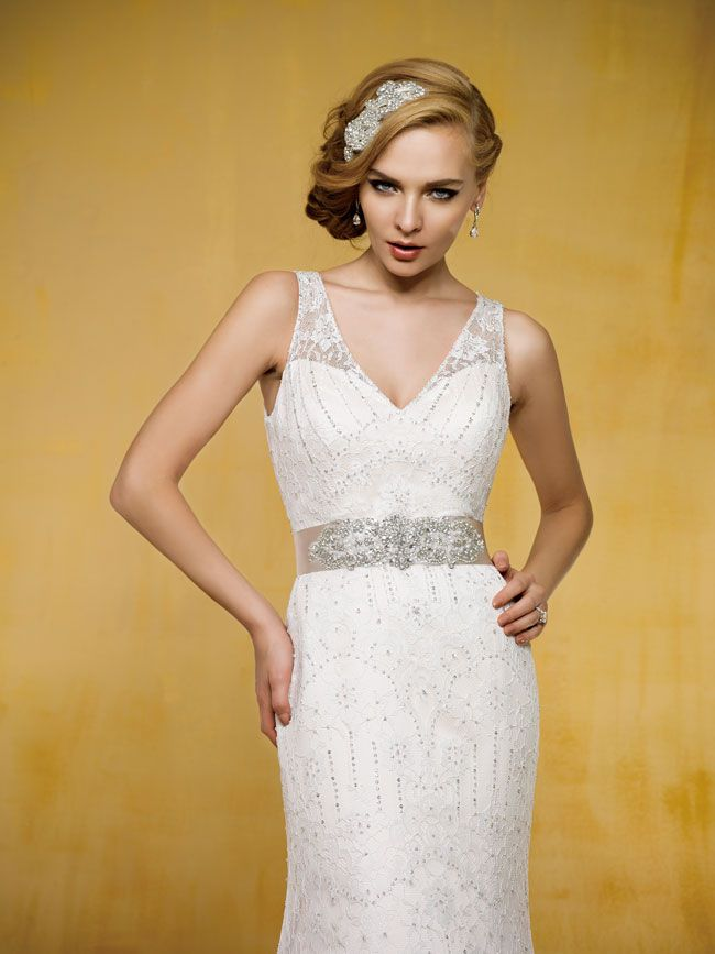 9-of-the-best-new-dresses-for-glamorous-wedding-themes-T162018-FT