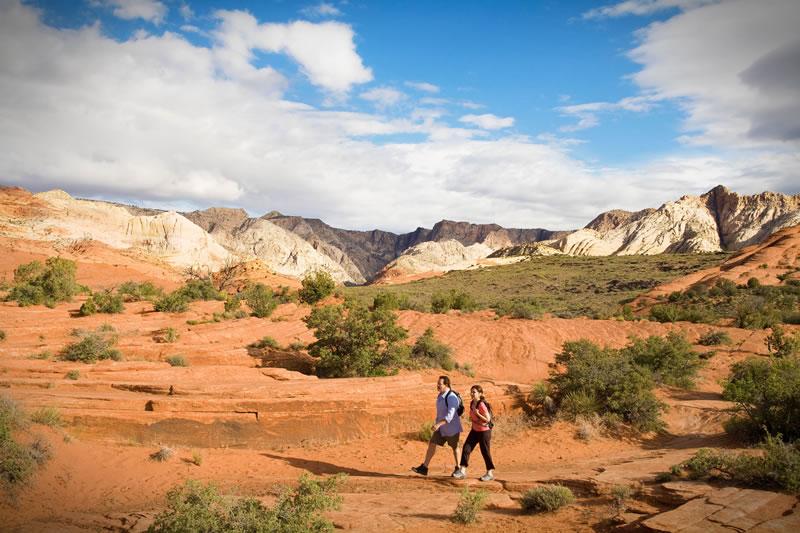 active-honeymoon-Red-Mountain-Resort-hiking-couple-3