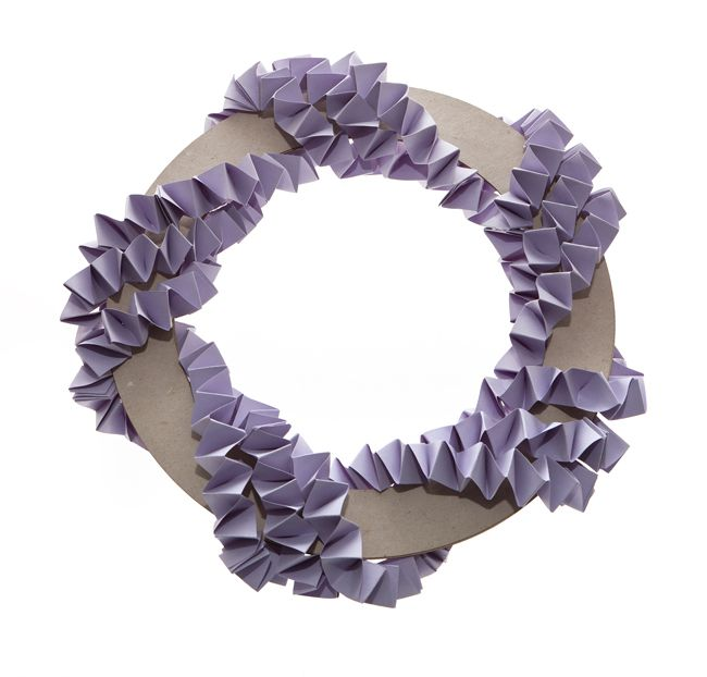 calling-diy-brides-heres-how-to-make-a-wedding-wreath-decoration-11