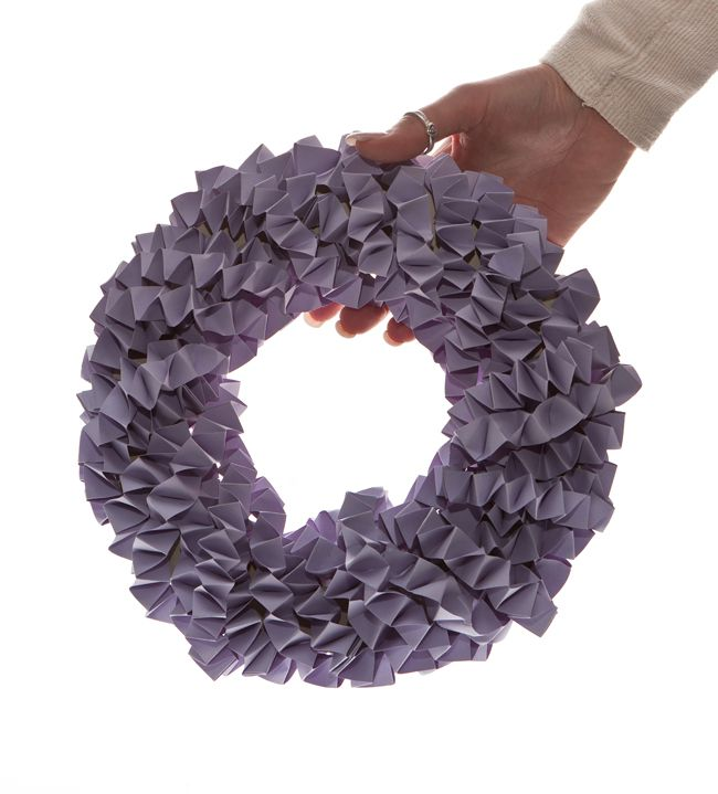 calling-diy-brides-heres-how-to-make-a-wedding-wreath-decoration-12