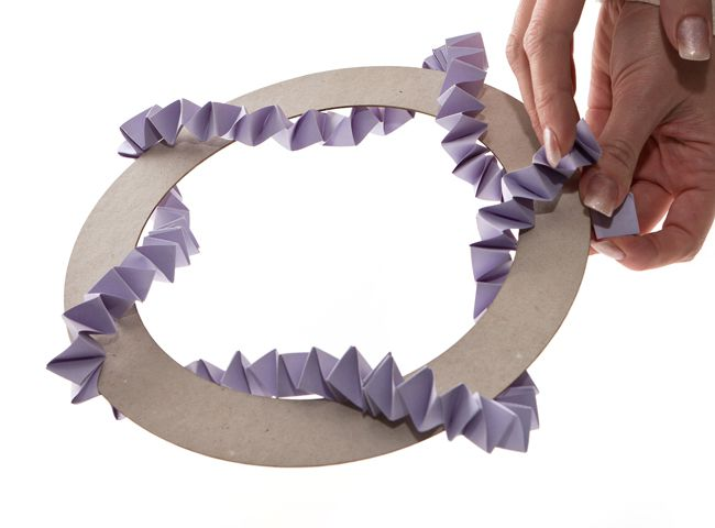 calling-diy-brides-heres-how-to-make-a-wedding-wreath-decoration-9