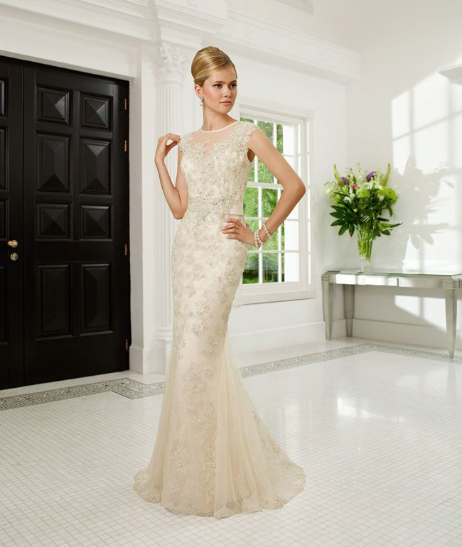 create-your-perfect-bridal-silhouette-with-a-dress-from-ronald-joyce-68005_regina