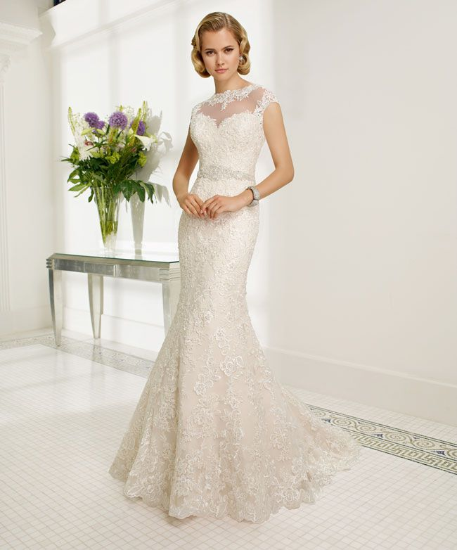 create-your-perfect-bridal-silhouette-with-a-dress-from-ronald-joyce-68013_Romina