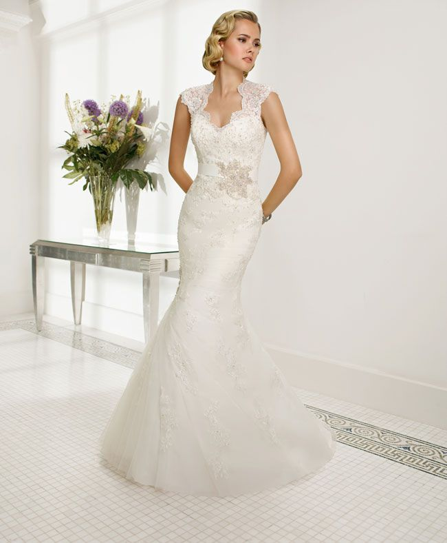create-your-perfect-bridal-silhouette-with-a-dress-from-ronald-joyce-68015_Rosa