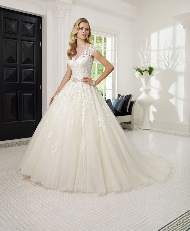 create-your-perfect-bridal-silhouette-with-a-dress-from-ronald-joyce-68017_Rosalind