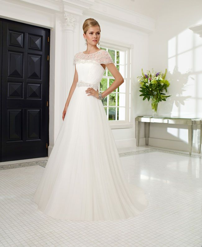 create-your-perfect-bridal-silhouette-with-a-dress-from-ronald-joyce-68018_Rosamunda