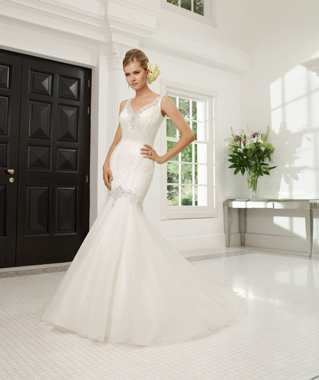 create-your-perfect-bridal-silhouette-with-a-dress-from-ronald-joyce-68021_Rossana