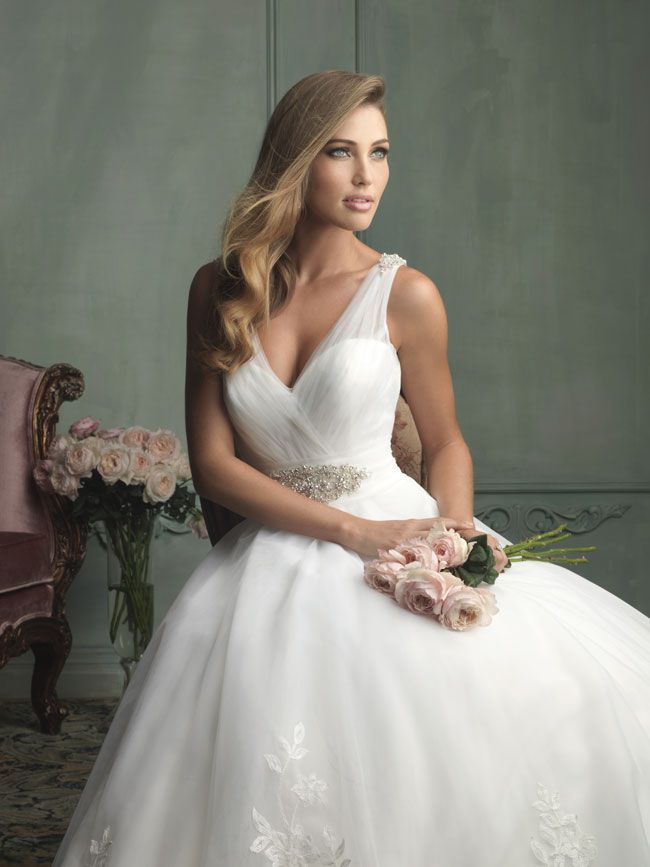 hate-strapless-try-these-new-wedding-dresses-with-straps-from-allure-bridals-9124S