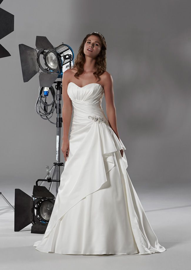 how-to-achieve-a-glamorous-bridal-look-without-blowing-the-budget-augusta-romantica-2014-hires