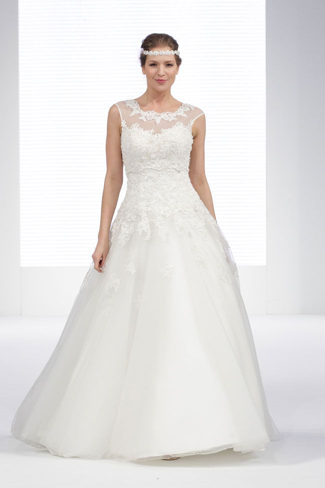hundreds-of-new-ideas-revealed-at-the-national-wedding-show-Justin-Alexander-at-London-Bride-(1)